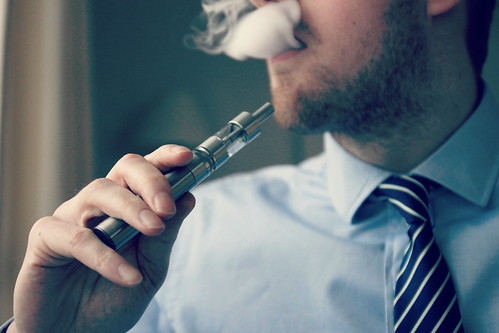 E-Cigarette/Electronic Cigarette/E-Cigs/E-Liquid/Vaping/Cloud Chasing/Vaping at Work/Operate Vaping