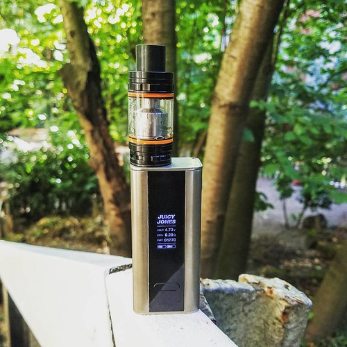 On the path with my TFV8 and cuboid. I———————— I @smok_tech Smok TFV8 Subohm Tank @joyetech Cuboid 150W TC Mod. I———————— I Inquire close to and see what individuals believe of vaping. Then talk about with them the advantages of vapin
